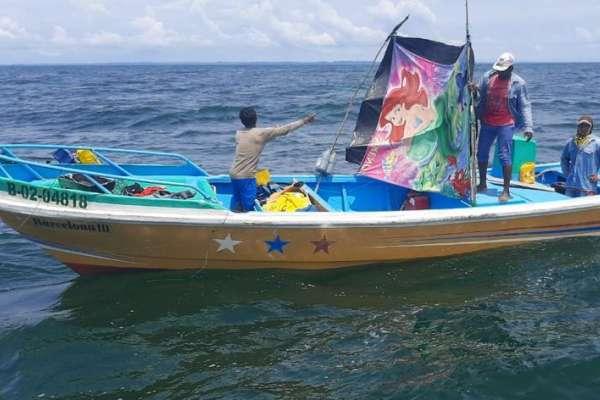 Ecuatorianos fueron rescatados tras siete días a la deriva