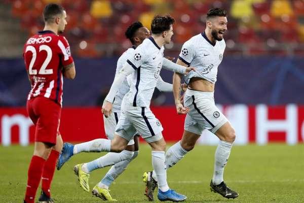 Giroud, de chilena, da ventaja al Chelsea sobre el Atlético Madrid