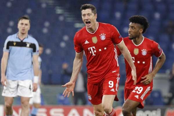 Felipe Caicedo ve desde la banca la goleada de Bayern sobre Lazio