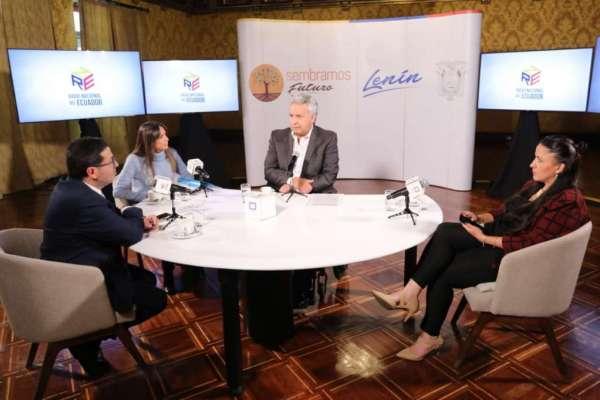 Moreno abre posibilidad para que municipios importen vacunas