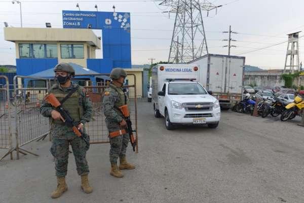 Sangrienta jornada en cárceles de Ecuador deja 72 reos muertos