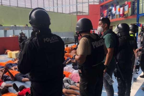 Policía Nacional incauta armas y otros objetos prohibidos en 3 cárceles del país