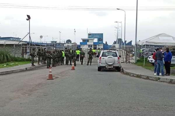 5 guías retenidos en nuevo amotinamiento en cárcel de Cotopaxi