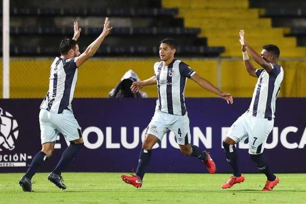 Universidad Católica avanza en Copa Libertadores con goleada