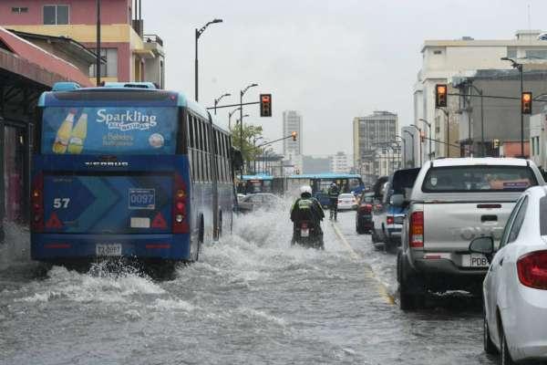 Fuertes lluvias causan daños en 7 provincias