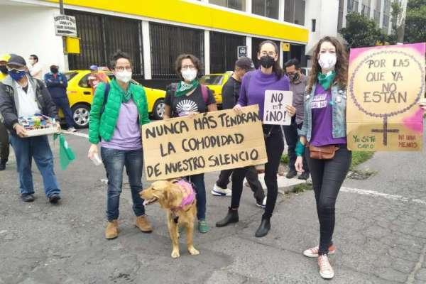 Mujeres marcharon en Quito previo al 8 de Marzo