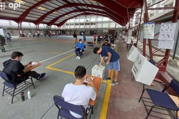 Guayaquil vota con precaución en medio del COVID-19