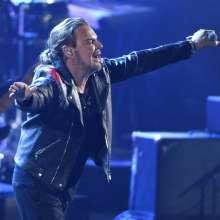 Fher Olvera, de la banda Maná, laureada como Persona del Año, actúa en los Grammy. Foto: AP.