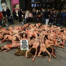 Un centenar de activistas protestó en Barcelona contra el maltrato animal. Foto: AFP