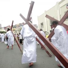 Este año se trazó una nueva ruta, donde los creyentes recorran 31 cuadras.