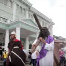 Los guayaquileños tienen rituales de fe que forman parte de la tradición cultural.