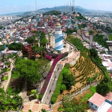 Esta colina de 60 metros de altura, es uno de los más importantes miradores de Guayaquil.