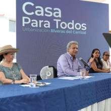 Moreno entregó en varias provincias 527 viviendas dentro de plan gubernamental. Foto: Secom