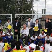 Lenín Moreno junto a dirigentes de la FEF y los campeones sudamericanos. Foto: Jean Pierre Villarruel