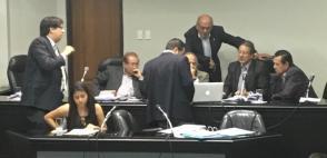 Los miembros del Tribunal revisaron un video presentado por Barcelona. Foto: Tomada de la cuenta Twitter @FEFecuador