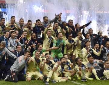 MÉXICO DF, México.- Las 'águilas' consiguieron su campeonato número 13 del fútbol mexicano. Foto: AFP