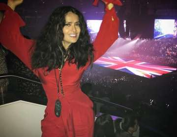 Salma Hayek y el traje entallado de látex. Foto: IG