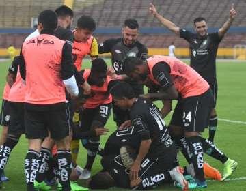América de Quito festejando su regreso a la Serie A. Foto: Twitter.