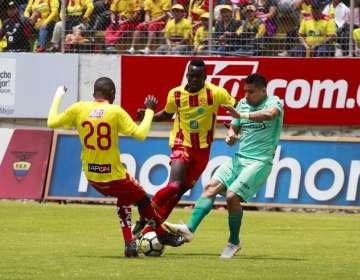 Partido entre Aucas y Barcelona en Quito.