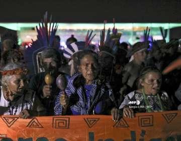 Según cifras oficiales, unos 800.000 indígenas de 305 etnias viven en Brasil. Foto: AFP