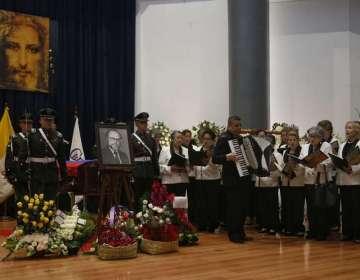 QUITO, Ecuador.- El exfuncionario del CPCCS transitorio es velado en un capilla ardiente en la PUCE. Foto: API