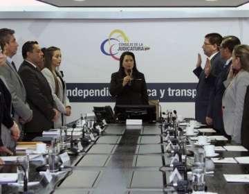QUITO, Ecuador.- María del Carmen Maldonado, titular de la Judicatura, posesionó al comité de expertos. Foto: Twitter