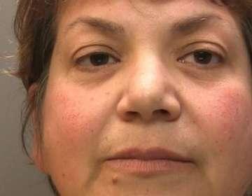 Zholia Alemi fue hallada culpable de cuatro cargos de robo y fraude, luego de un juicio en su contra en octubre de 2018.