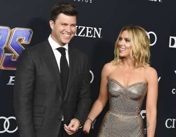 """Jost, izquierda, y Scarlett Johansson llegan al estreno de """"Avengers: Endgame"""" en el Centro de Convenciones de LA. Foto: AP"""