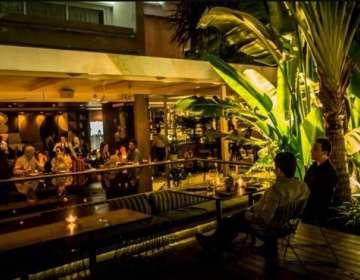 La Esquina es un restaurante popular en el distrito de Chacao de Caracas.