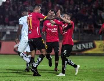 Jugadores de Deportivo Cuenca celebran uno de los tantos. Foto: Twitter Andres Benavides.