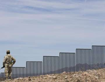 Un juez de EEUU bloquea el plan de Trump de construir un muro fronterizo. Foto: Archivo - AP