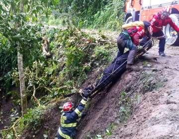 QUITO, Ecuador.- Diez bomberos acudieron a atender el incidente. Foto: Bomberos Quito