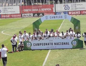 Benfica Sub-17 celebra el título.