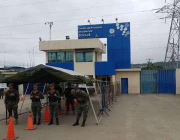 GUAYAQUIL, Ecuador.- El hecho ocurrió en el pabellón de mediana seguridad; los fallecidos eran hermanos. Foto: Bessy Granja