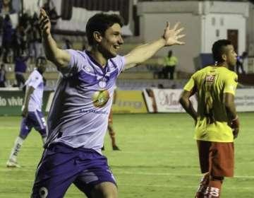 Flavio Ciampichetti, celebrando un gol con Macará.