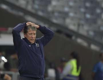 El entrenador de la selección ecuatoriana aseguró que él no piensa irse. Foto: LUIS ACOSTA / AFP
