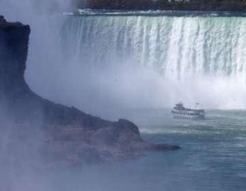 El hombre cayó más de 50 metros en la cascada más grande de las cataratas del Niágara y se salvó. GETTY IMAGES