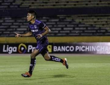 Bruno Vides, celebrando uno de los goles.