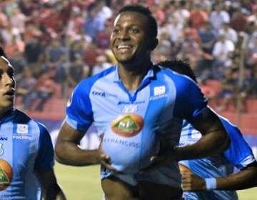 Michael Estrada, celebrando su gol.