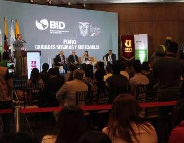 SAMBORONDÓN, Ecuador.- En este foro se expuso el caso de la ciudad colombiana Manizales. Foto: Ministerio del Interior
