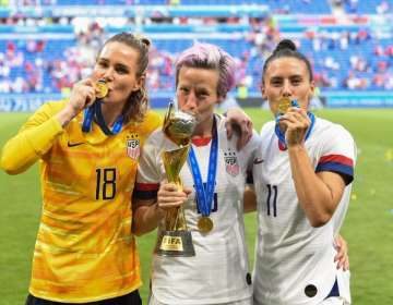 Megan Rapinoe (medio) en la final del Mundial femenino. Foto: U.S. Soccer WNT