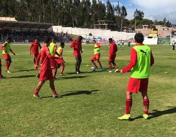 Jugadores de Liga de Quito haciendo la entrada en calor. Foto: Twitter LDUQ.