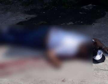 GUAYAQUIL, Ecuador.- El cuerpo del hombre quedó tendido en la calzada.