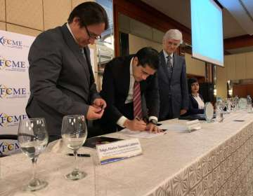 GUAYAQUIL, Ecuador.- El ministro de Finanzas, Richard Martínez, firmó el acta de entrega-recepción de los fondos.