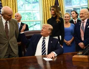 EEUU.- Buzz Aldrin y Michael Collins fueron recibidos por el presidente Donald Trump. Foto: AFP
