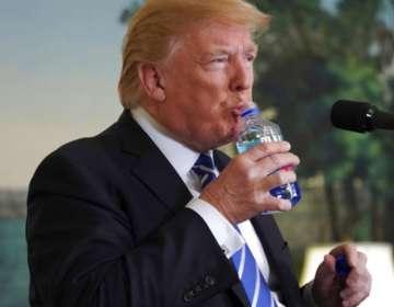 """""""Creo que tenemos problemas más grandes que las sorbetes de plástico"""", respondió Trump. Foto: AP"""