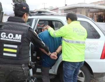 El hombre trató de huir de los agentes policiales. Foto: Twitter