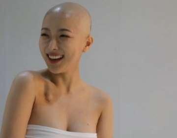 Dawn Lee es una youtuber de belleza a quien diagnosticaron linfoma en febrero.