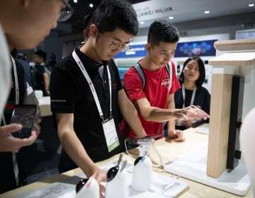 Huawei lanza en China su primer televisor inteligente. Foto: AFP