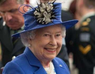 La Reina Isabel II muestra su lado más coqueto. Foto: AFP - Referencial